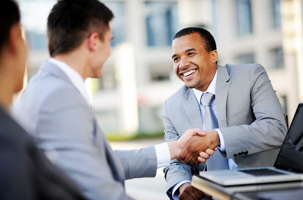 shaking hands to seal a franchising deal